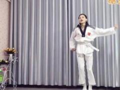 青青世界博彩官网 女孩自卫搏击操《功夫熊猫》学跳欣子原创???